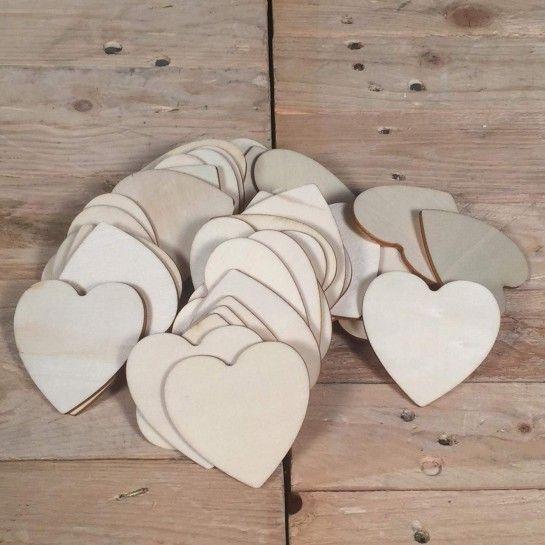 Πενήντα ξύλινες καρδιές για ευχές.Διαστάσεις καρδιάς: 6*6 http://nedashop.gr/penhnta-ksylines-kardies-eyxes