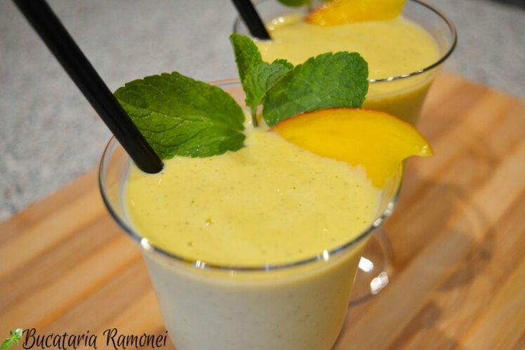 Pentru iubitorii de fructe am o propunere: un smoothie adevărat cu gust de mango și mentă! Ce ziceți, îl pregătim împreună? Haideți întâi să citim rețeta: http://bucatariaramonei.com/recipe-items/smoothie-cu-banana-mango-si-menta/