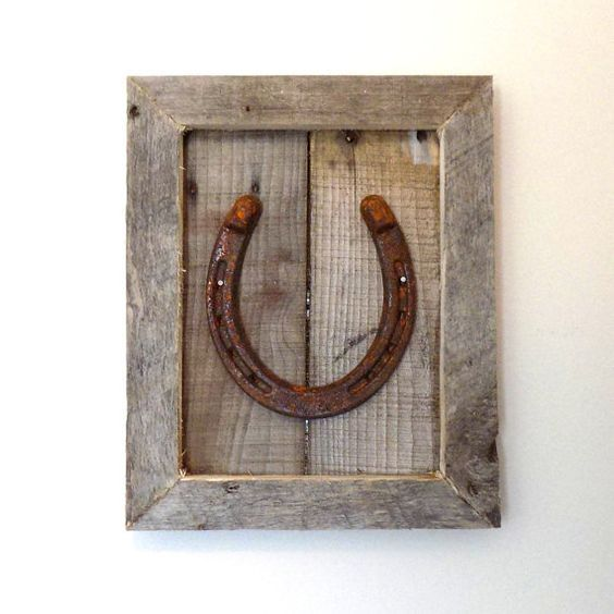 Framed Horseshoe Art – Rustic Horseshoe Art – Rustic Farmhouse Decor – Horseshoe Decor – Handcrafted Frame, Horse Decor – Horse Lover Gift