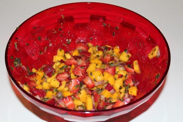 Strawberry Mango Salsa and Cinnamon Pita Chips - Delicious!   Favorite ...