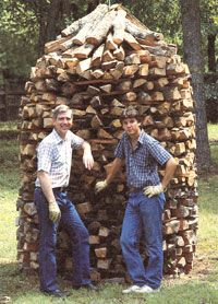 A guide to holzhaufen, a traditional German firewood-curing stacking wood design. The article provides details of holzhaufen and announces MOTHER'S first Great Woodpile Contest.