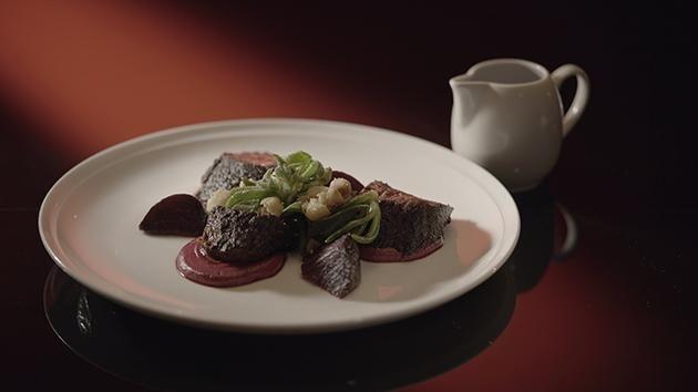Spiced Kangaroo with Beetroot & Walnut Purée and Weed Salad heel lekkere saus en slaatje, vlees perfect gebakken