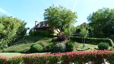 Jardin de la Propriété avec Chambres d'hôtes et gîte à vendre à Vezac près Sarlat en Dordogne