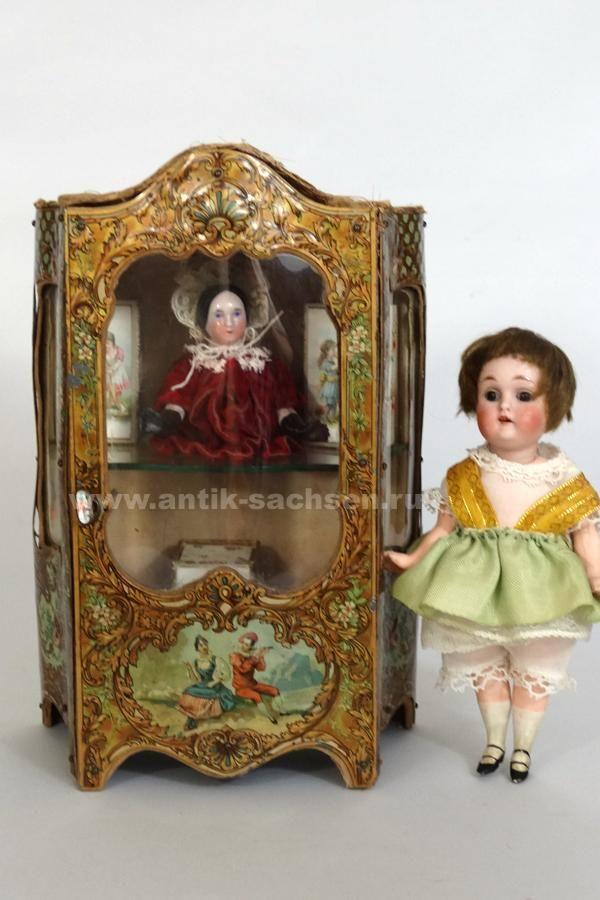 Шкаф-витрина, Франция Антикварный французский шкафчик-витрина для небольших кукол, сделан примерно в 1885 году.