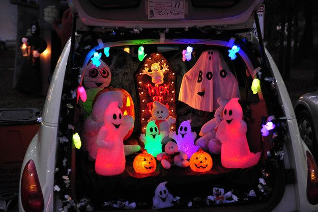 Ghosts at da club. | 36 Trunk-Or-Treat Themes That Really Nailed It