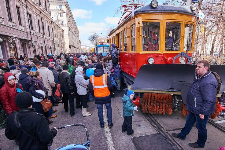 """А в течение 2017-2019 годов в Москву будут поставляться трамваи нового поколения """"Витязь-М"""", часть которых уже вышла на маршруты. Примерно по 100 ежегодно."""