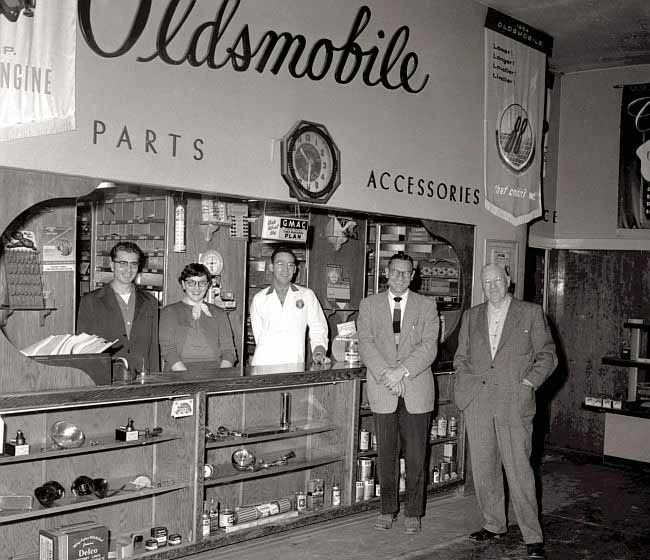 213 Best Vintage Car Dealership Images On Pinterest: 359 Best Images About Vintage Car Dealers & Gas Stations