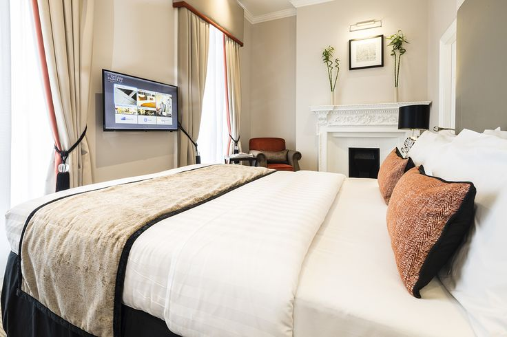 This hotel interior design project within a Grade II listed building at The Montagu Place Hotel, London Hotel, near Baker street, has been refurbished to suit its use as a boutique hotel.  The neutral bedroom interior with orange accents offers a contemporary interior twist to a classic scheme which is sympathetic to the Georgian building.
