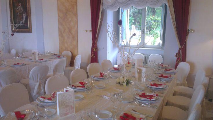Sala borbone in #bianco #white #wedding #rosso #rose #rose