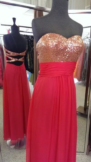 Beautiful new gown size 6 in Puyallup, WA (sells for $210)