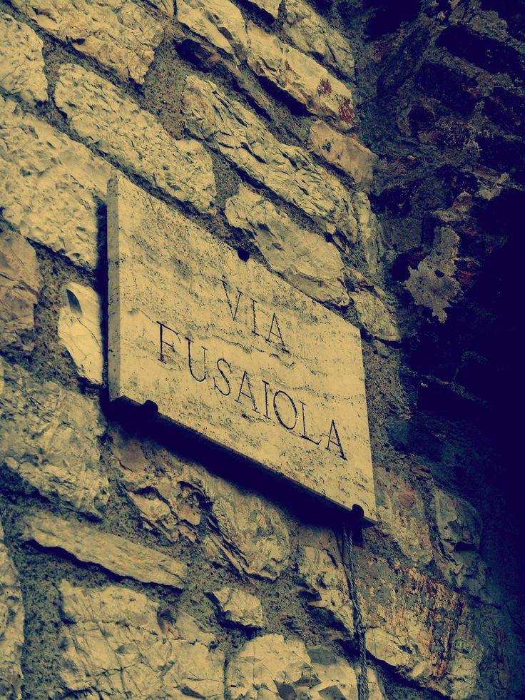 La toponomastica del centro storico di Corciano ci ricorda ancora oggi la tradizione artigiana, che un tempo animava le strade con botteghe di vario tipo. In Via Fusaiola vi abitavano un tempo filatori e tessitori della lana.