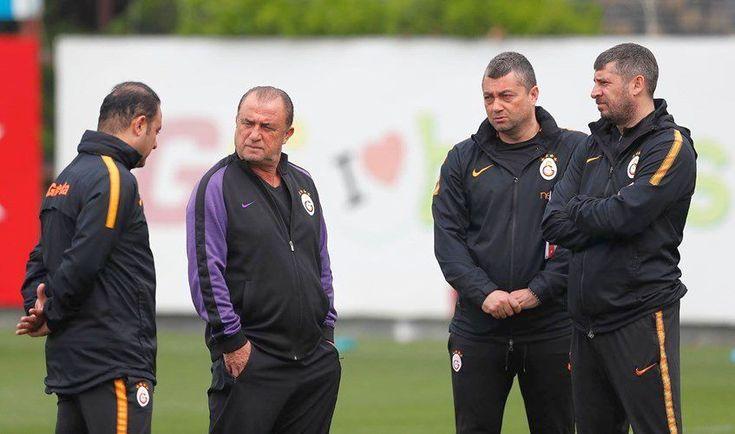 Terim'den Başakşehir maçı öncesi sürpriz karar - Galatasaray teknik direktörü Fatih Terim ligin kaderini belirlemesi muhtemel Başakşehir maçı öncesinde yıldız ismi kulübeye çekiyor.  Son haftalarda gösterdiği vasat performans ile teknik heyetin tepkisini çeken Belhanda Başakşehir maçında ilk 11'de olmayacak.  Belhanda'nin pozisyonunda Sofiane - http://bit.ly/2HivBe1