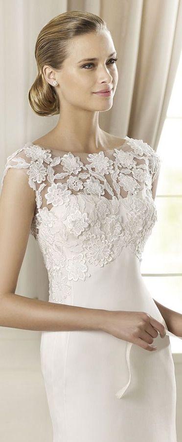 Manuel Mota 2013 fit-to-flare mermaid wedding dress