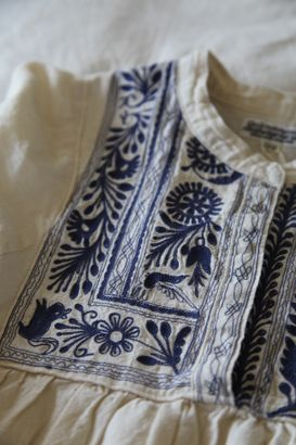 Mexican style: blusa bonita. Some day I will find the time to do this.