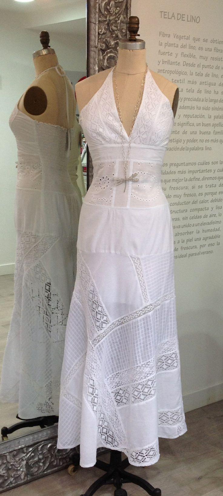 ¡Delicado vestido blanco con encajes largo, para lucir más femenina y hermosa!  #GriseldaTovar #Moda #Mujeres