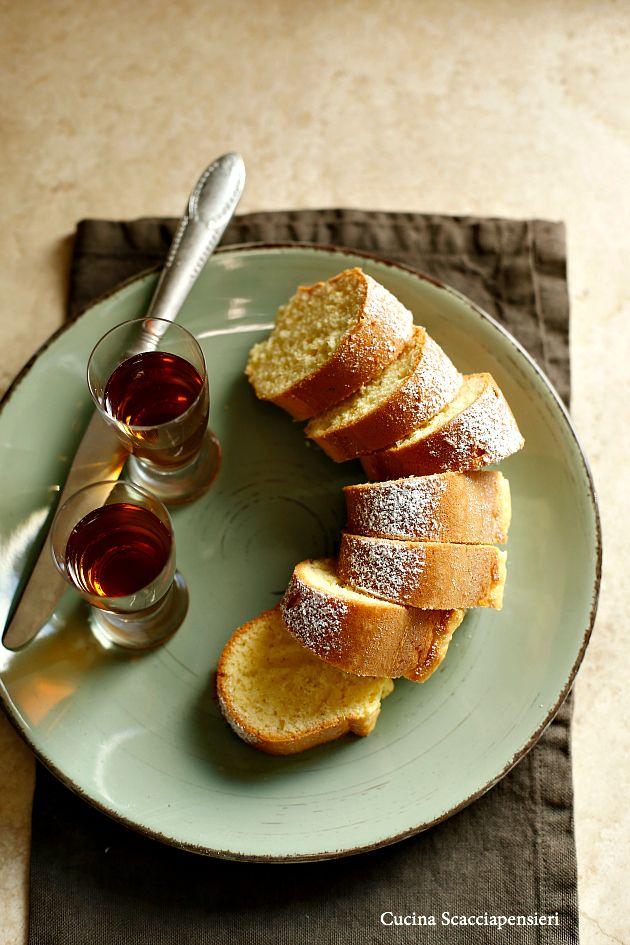 Per chi non conosce questo dolce di Carnevale travestito da ciambella da colazione, eccolo qui...   Il Berlingozzo e' un dolce tradizionale...