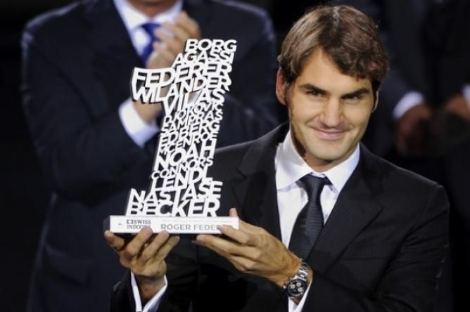 Roger Federer looking strong to end the season as world number one