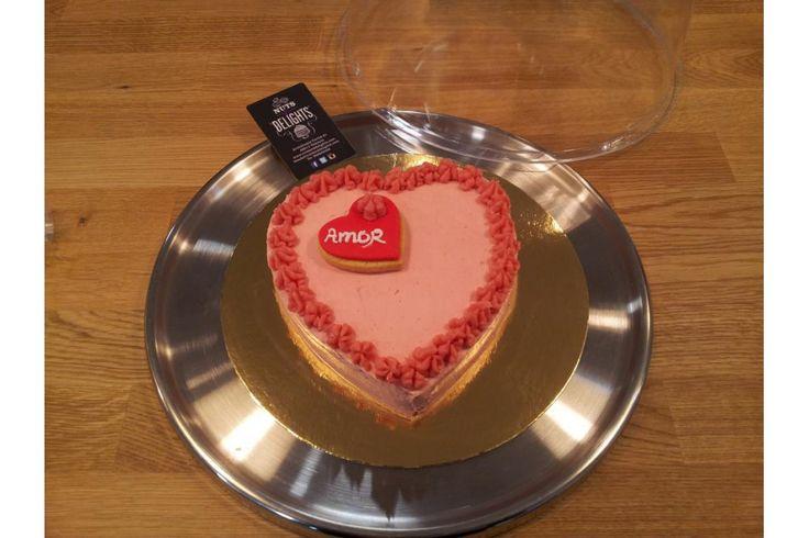 "Tartas decoradas ""Feliz día de San Valentín"" #sanvalentin #amor #love #diadelosenamorados #pasteleria #nutsanddelights #pasteleriacreativa #pasteleriavalencia #tartasdecoradas #tartaspersonalizadas"