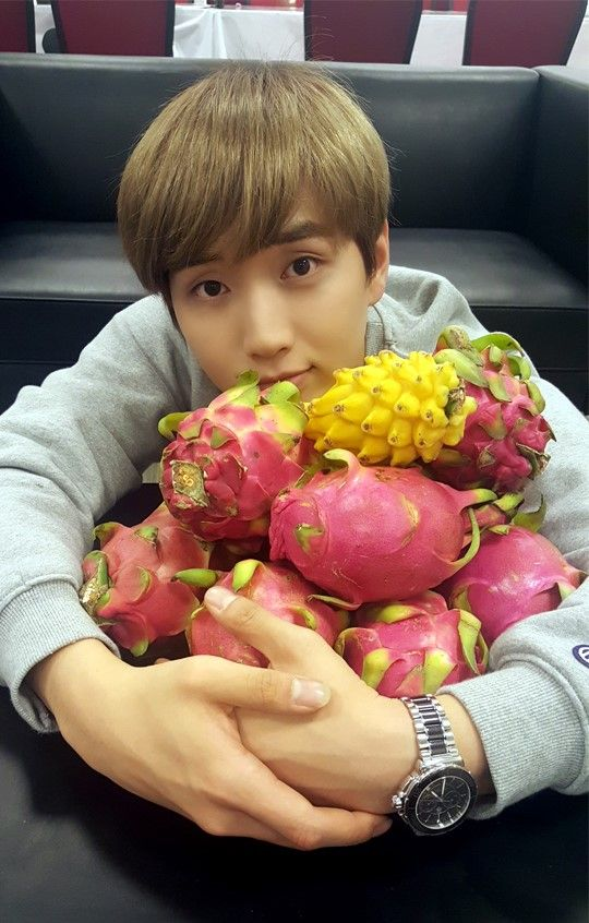 Sandeul's love for dragon fruit is undeniable