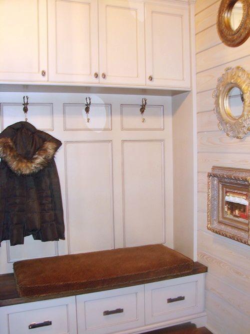 mudroom bench / cabinets: Mudroom Entryway, Mud Rooms Entry, Mudroom Benches, 1025 Mudroom, Mudroom Sets, Belle, House Idea, Favorit Mudroom, Mudroom Laundry