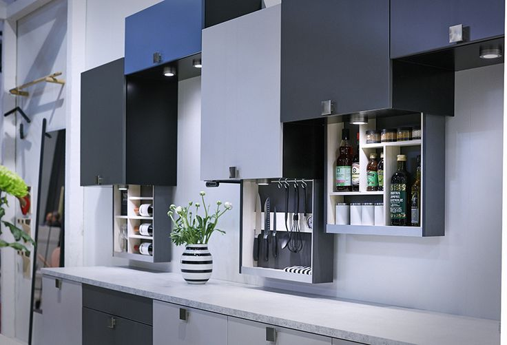 This kitchen from HTH is fitted with MagicMoveID, which allows you to benefit from the space at the back of the wall cupboard to store kitchenware that you frequently use. A single push ensures easy access and when the work is done, you simply push again – and it is out of sight. MagicMoveID complements a kitchen with efficient ergonomic working conditions.  #designmeetsmovement #movingkitchen #ergonomickitchen #flexiblekitchen #compactliving #urbanliving