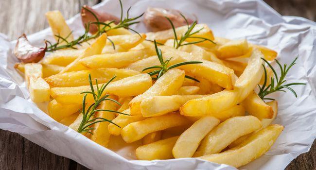 Aprenda como preparar batata frita sequinha no forno