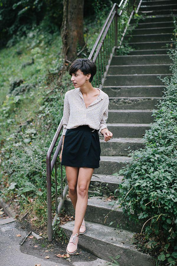 Coline est sans doute la personne à laquelle je m'identifie le plus, et qui a souvent tendance à influencer mes choix en matière de mode et de mode de vie. J'adore, elle est très agréable à lire et d'une simplicité...