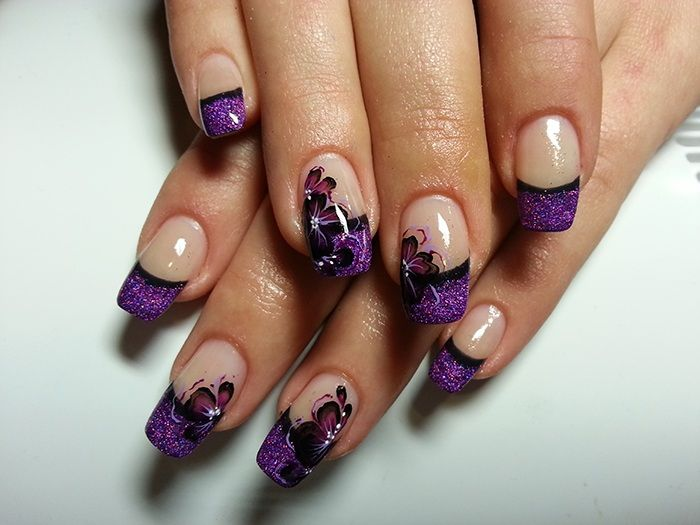 And beautiful nails for festive mood.
