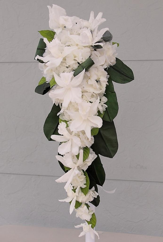 [cascade bouquet, 캐스케이드 부케] - 폭포가 흐르는 듯이 디자인한 꽃다발.