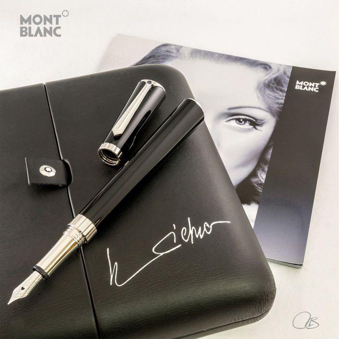 """Montblanc Muzen collectie serie """"Marlene Dietrich"""" Vulpen  Wordt aangeboden een mooie Special Edition van de Montblanc Vulpen """"Marlene Dietrich"""" deel van de collectie Muses. De pen wordt gedaan in zwarte hars GLB en vat met een boete beoordeeld rhodium-plated 18Kt solid gold nib met een hart-vormige gat. De trim en hulpstukken worden gedaan in een zeer gepolijste platina plaat. Marlene Dietrichs handtekening wordt weergegeven op het GLB twist-off en de uiteinden van het GLB en vat er is een…"""