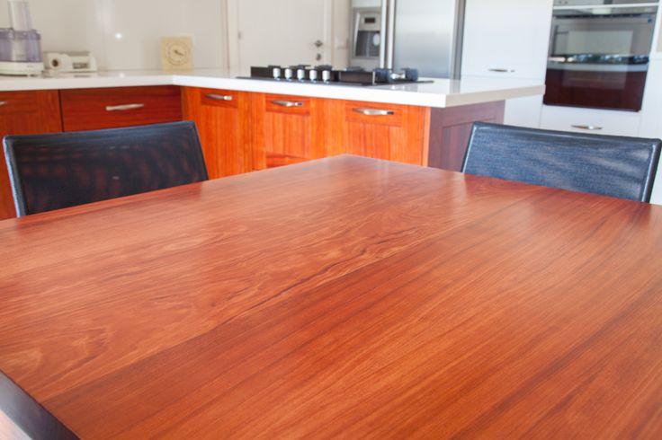 Bramato Cucine | Cucina in bubinga africana e rovere bianco poro aperto