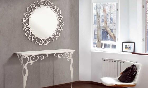 APOLO: Consola con tapa en laca blanca alto brillo y estructura plateada.  Espejo con estructura plateada  Acabados: Plata y blanco