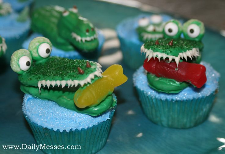 Alligator Cupcakes and Cookie Pops @ www.DailyMesses.com