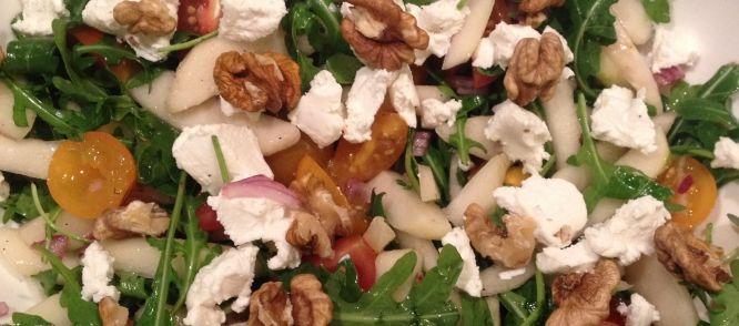 Een+heerlijke+frisse+snelle+salade+met+peer,+geitenkaas+walnoten+&+honing;+een+supercombi!