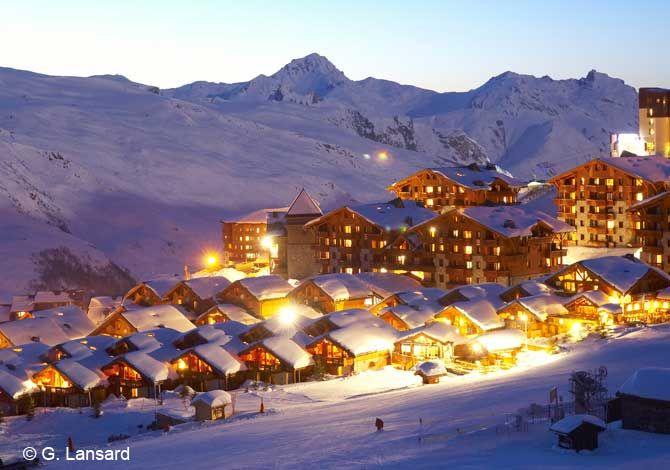 Située à 1850 m d'altitude, l'enneigement est généreux et l'entretien des pistes de qualité. Profitant d'une grande diversité de pistes et d'itinéraires, Les Ménuires permettent aux amateurs de ski de tous niveaux de trouver leur bonheur et de ne jamais s'ennuyer.