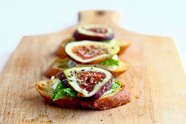 fig+ blue cheese crostinis | get (fig)gy with it | Pinterest