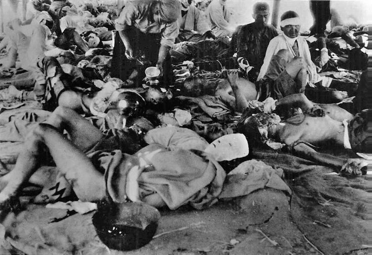 How many people died in Hiroshima and Nagasaki?