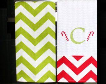 Con monograma toallas de cocina en Chevron por DesignsByThem