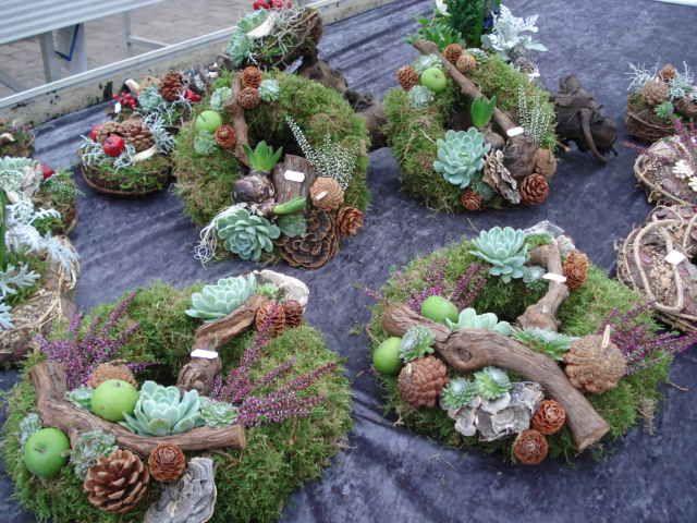 Vi har et stort udvalg af kirkegårdspynt i havecenteret og udover at have en leverandør som laver kirkegårspynt, producerer vi...