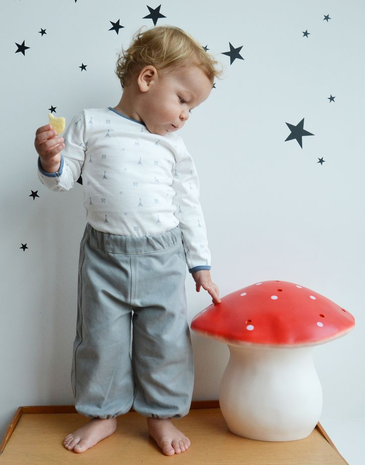 WINTER COLLECTION / La Queue Du Chat / The « All Frogs » Onesie & Baby Twill bloomer trousers / This french unisex onesie is made from 100 % organic cotton, bringing softness and comfort to babies all day long. www.littlefrenchy.com.au #french #dress #laqueueduchat #new #winter #littlefrenchy