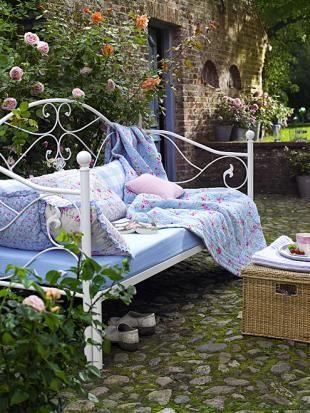 Französischer Outdoor Hersteller : 11 besten vintage bett bilder auf pinterest outdoor pl tze betten und garten deko ~ Frokenaadalensverden.com Haus und Dekorationen