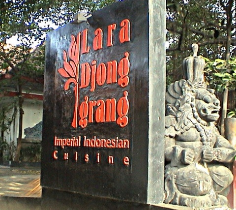 A legend of such charisma, that reproduces itself in dreams of the owner and creator of Tugu Hotels & Exotic Spas. Following his earlier inspirations that have resulted in the indigenuously exquisite Hotel Tugu Bali, Hotel Tugu Malang (East Java), Hotel Tugu Blitar (East Java), and Dapur Babah the Babah Kitchen (Jakarta), the creator dreams of living in the ninth century-Java, surrounded by the magical beauty of the Candi Prambanan (the Prambanan Temple).