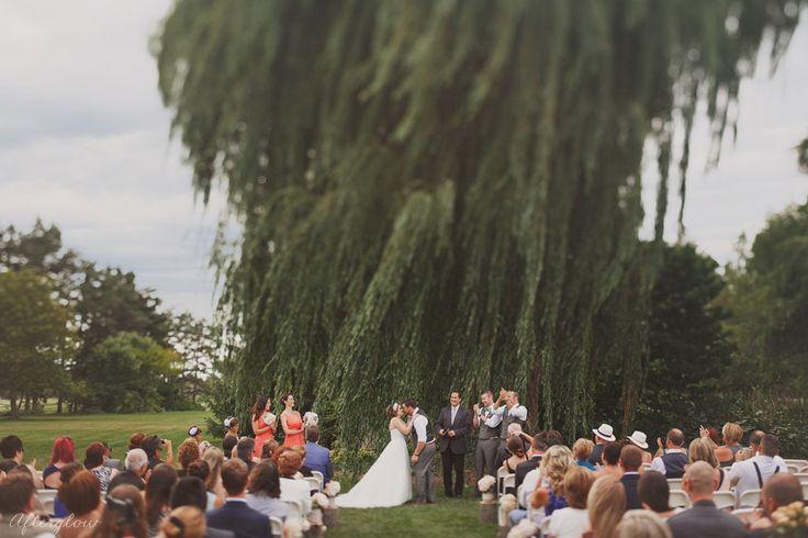 Wedding ceremony at Willow Pond Niagara Parks