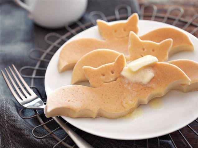 Bat pancakes!    #halloweenrecipes #halloween
