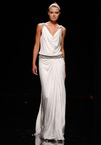 2010, Abito Rosa Clará - stile impero, ispirazione peplo greco, in tessuto leggero che scivola sul corpo, cintura in vita.