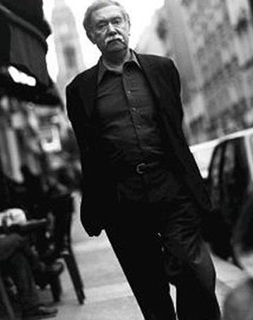 """RAOUL RUIZ: LA RECTA PROVINCIA Y LA INVENCIÓN DE CHILE"" Por ADOLFO VÁSQUEZ ROCCA  En lecinemaderaoulruiz.com Sitio Oficial  RAOUL RUIZ en PARIS Copyright © 2012 Le Cinéma de Raoul Ruiz. Tous droits réservés.  Source : Escaner Cultural, Revista de arte contemporáneo, Santiago octobre 2007  Par Adolfo Vásquez Rocca (*)  Reproduit dans lecinemaderaoulruiz.com avec l'aimable autorisation de l'auteur"