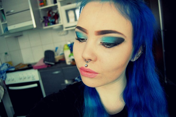 My makeup today. Using black and blue eyeshadows.