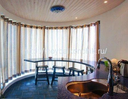<p>Большинство домов старой постройки имеют порой весьма необычные архитектурные формы, высокие потолки не привычные для обычных квартир, колонны и разнообразные выступы на фасаде, именно его и принято называть эркером. В основном эркеры располагаются либо в гостиной, либо в кухне, и у многих людей, которые присматривают квартиру для покупки, эркер вызывает …</p>