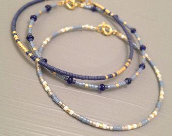 Bracelet en plaqué or, Bracelet minuscule, mince Bracelet en or, Bracelet minimaliste ✴✴✴ LIVRAISON GRATUITE DANS LE MONDE ENTIER ✴✴✴ Détails : -Miyuki delicas perles de verre... Chaque perle mesure 1.6mmx1.35mm long (trou à trou). -Conclusions dor GOLD FILLED et Fermoirs, 24 doré métallique souple Cette liste est pour un remplissage de lor perles Bracelet. Ces bracelets de perles sont très fin et délicat, parfait pour les empiler, mais aussi mignon sur leurs propres. Les combiner pour…