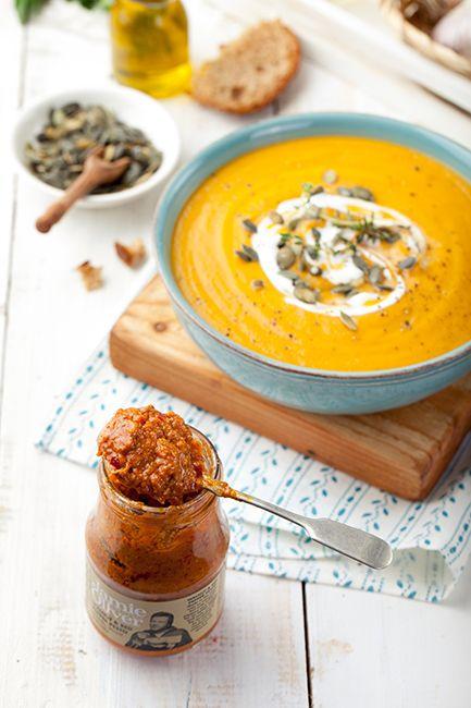 Суп из запеченной тыквы и моркови с песто из грецких орехов со сладким перцем: lifetastesgreat